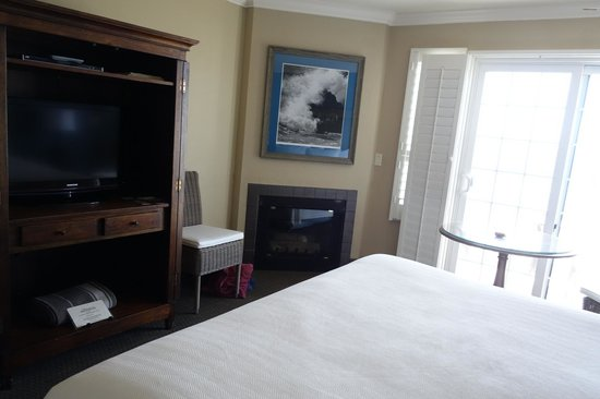 Sand Pebbles Inn: our lovely and huge sea view room with patio