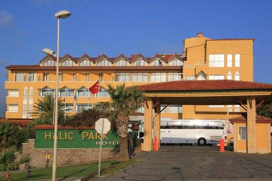 Halic Park Hotel : ホテルの玄関です