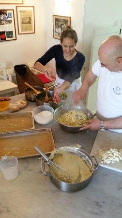 Mami Camilla Cooking School: Making the pasta bake