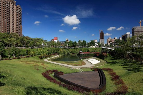 秋红谷广场