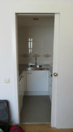 Aparthotel Atenea: мини кухня