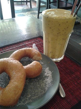 Joe to Go: Smoothies and fresh homemade donuts.