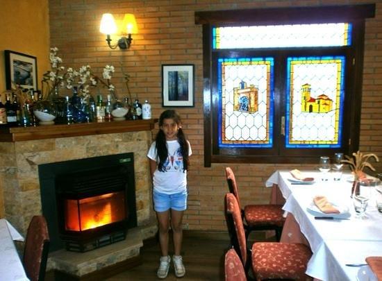 Restaurante Ballestero: Irene comiendo en Cogolludo
