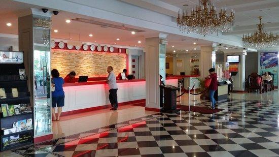 Red Rock Hotel: Lobby