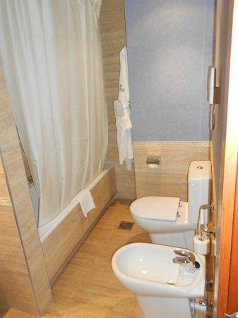 Hotel Delfin: Cuarto de baño