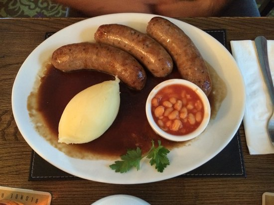 "Junction Inn: Alf Pearsons massive ""chocolate, ale & chilli"" sausages!"