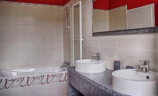 La Parenthèse : salle de bain de la suite familiale