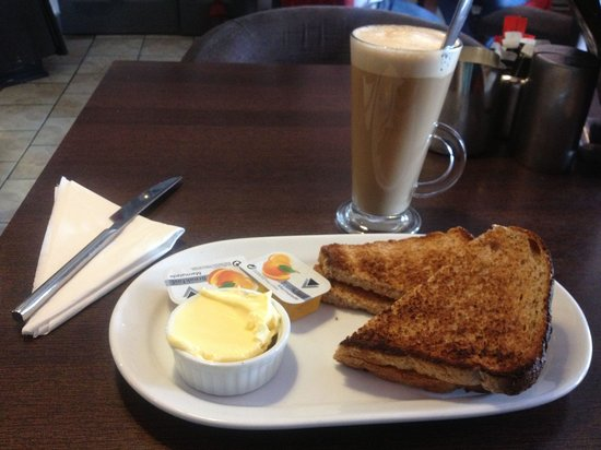 Rumours Bistro: Latte and toast!