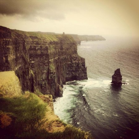 Doll's Cottage Bed & Breakfast: The cliffs of moher...