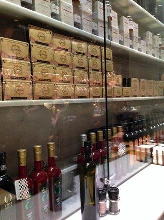 La Taberna del Gourmet: Restaurant display