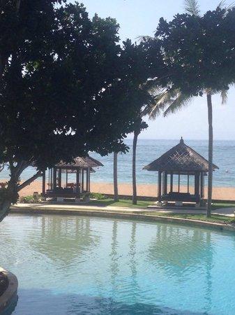 Conrad Bali: Pool & cabanas
