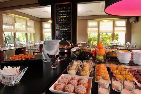 Campanile Saint Etienne Est - Saint Chamond : buffet