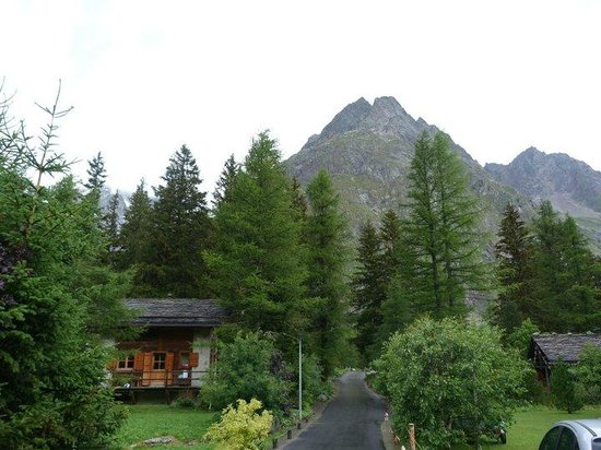 Camping Des Glaciers: log cabins you can stay in