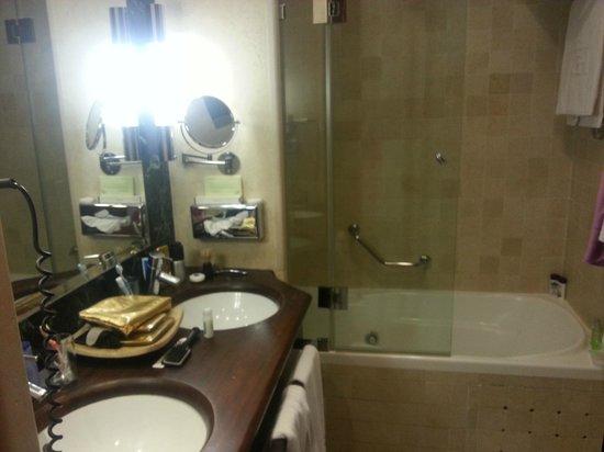 Gran Hotel Guadalpin Banus : bathroom