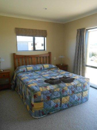 Pete's Farm Stay B&B: main bedroom