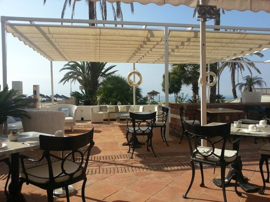 Gran Hotel Guadalpin Banus: breakfast outside