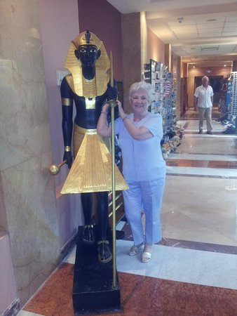Iberotel Palace: My wee Mum, she loved the shops