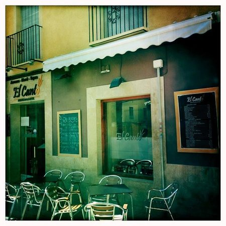 El Canto : Restaurant front