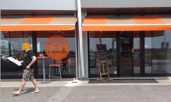 MOULIN DE PAIOU: Vetrina della panetteria