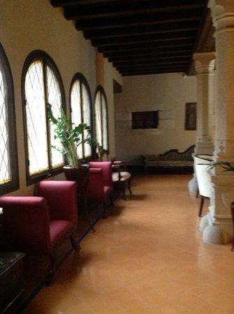 RV Hotel Palau Lo Mirador : Entree naar de kamers.