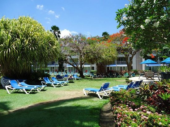 The Club, Barbados Resort and Spa: One lounging area in the grounds