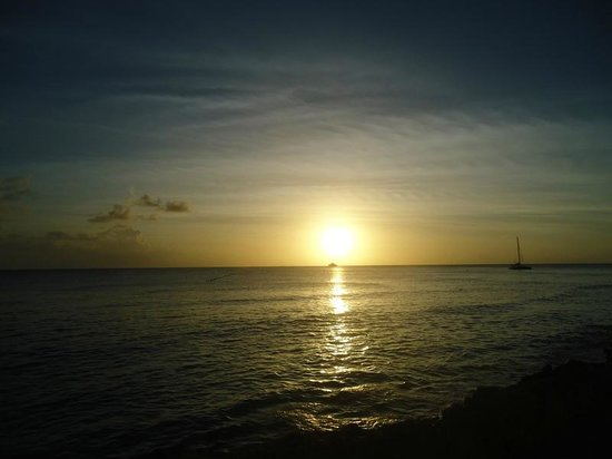 The Club, Barbados Resort and Spa: Sunset from the beach bar