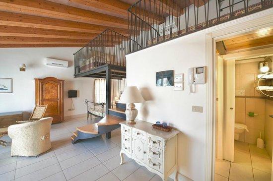 Camera suite 03 con soppalco picture of hotel ristorante al vecchio teatro ortona tripadvisor - Camera con soppalco ...