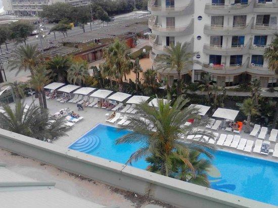 Caprici Verd : Vistas de la otra piscina