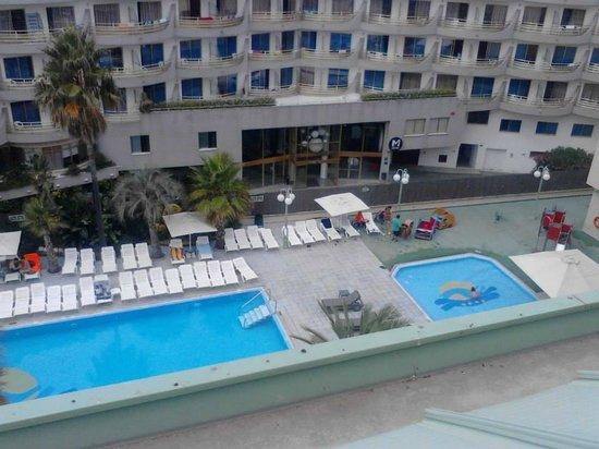 Caprici Verd : Parte de las piscinas vistas desde la 5ª planta