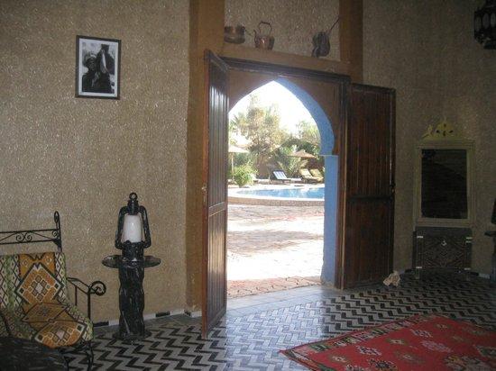 Hotel Ksar Merzouga: Acesso á piscina