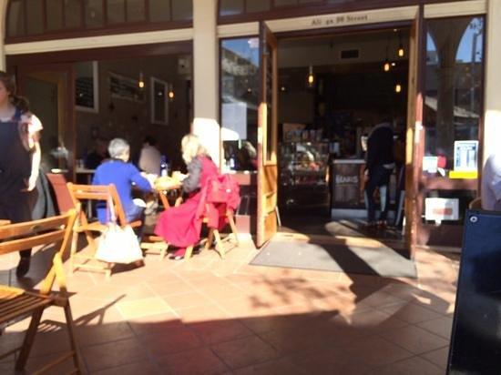 Blue Olive Cafe: outside