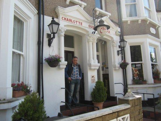 Charlotte Guest House : Ingresso