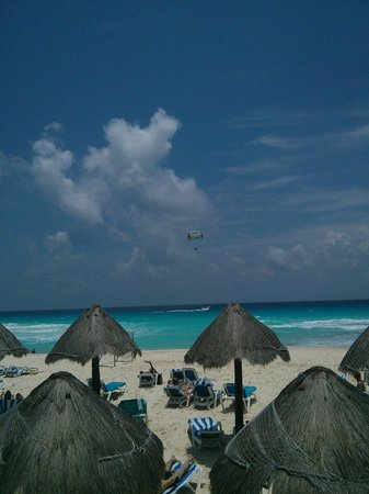 Golden Parnassus All Inclusive Resort & Spa Cancun: View from Pool