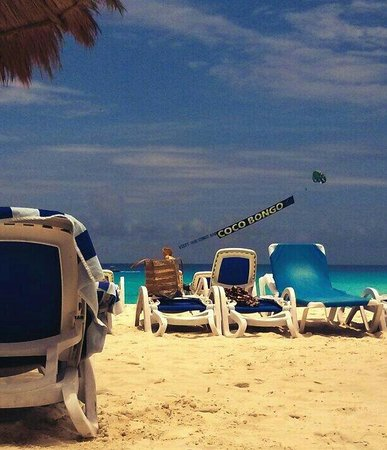 Golden Parnassus All Inclusive Resort & Spa Cancun: View from the beach in front of pool