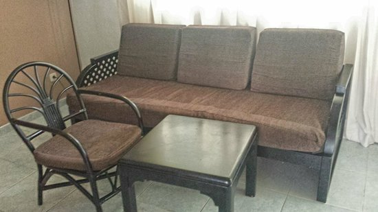 Sirenis Punta Cana Resort Casino & Aquagames : Muebles viejos