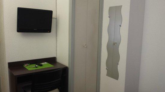 Hotel Castellane: TV Placard Miroir
