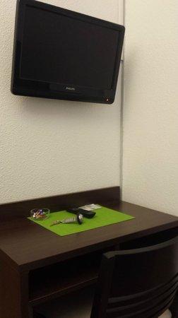 Hotel Castellane: TV TNT et bureau