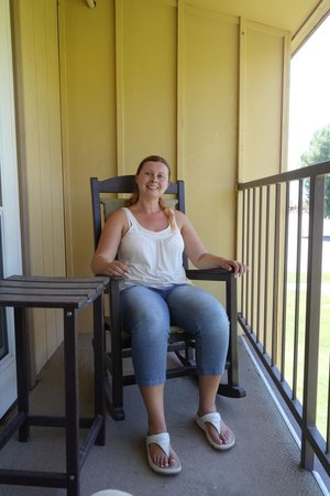 The Inn at Death Valley : chilling on our little balcony in our rocking chairs