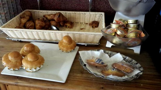 Hotel Castellane: Buffet petit déjeuner viennoiseries