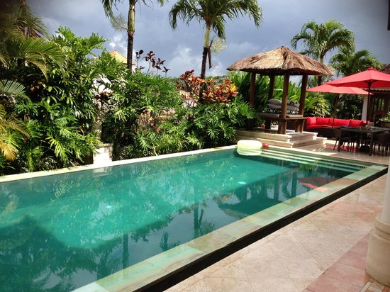 Villa Padi: Pool & entertaining area