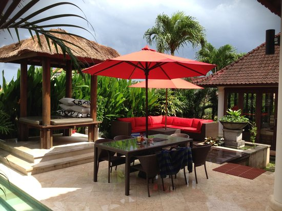 Villa Padi: Entertaining area