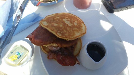 Sand Dollar Cafe: Sand Dollar Pancakes with bacon and maple syrup