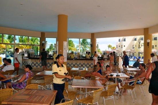 Viva Wyndham Maya: Pool bar