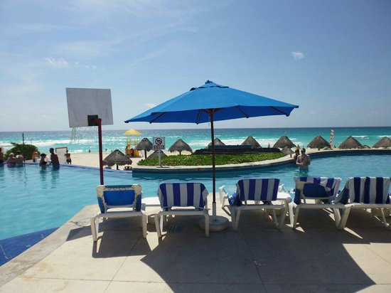 Golden Parnassus All Inclusive Resort & Spa Cancun: Pool view