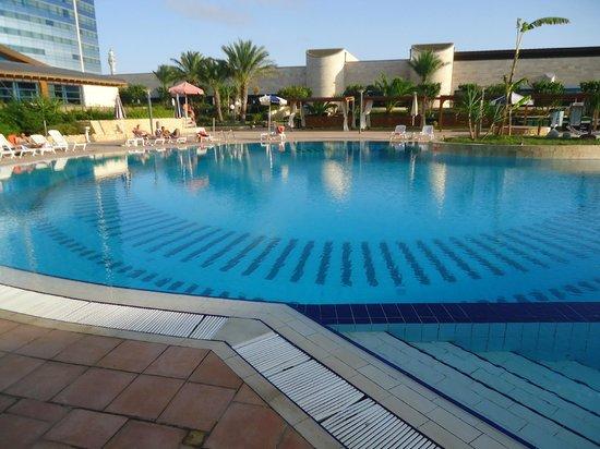 La piscine picture of sheraton oran hotel oran for Piscine demontable algerie