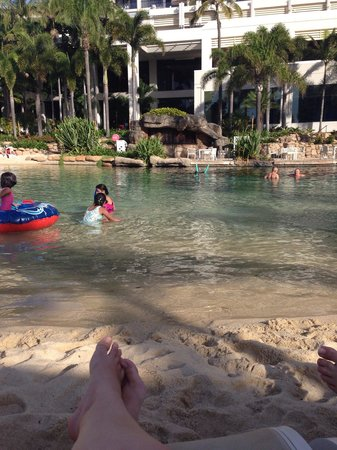 Surfers Paradise Marriott Resort & Spa: Sitting by the lagoon