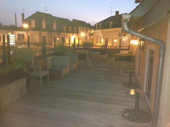 Hôtel et Spa Le Lion d'Or : Terrasse commune
