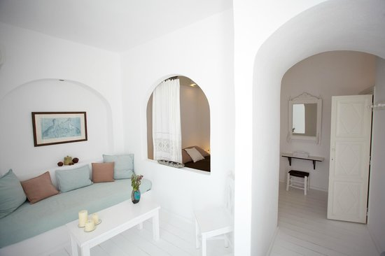 Altana Traditional Houses and Suites: Room