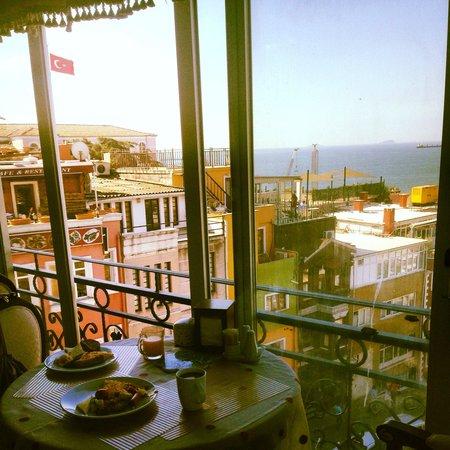 Ada Hotel Istanbul: Terrace breakfast feast