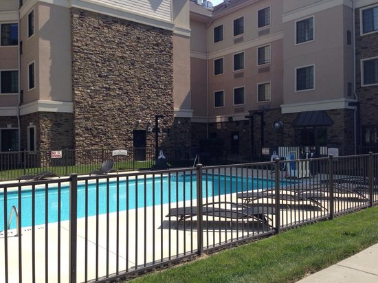 Staybridge Suites Durham-Chapel Hill-RTP: Nice pool area